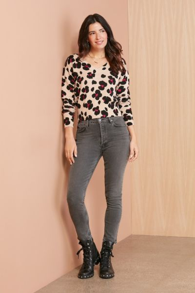 525 Printed Relaxed Vneck Pullover