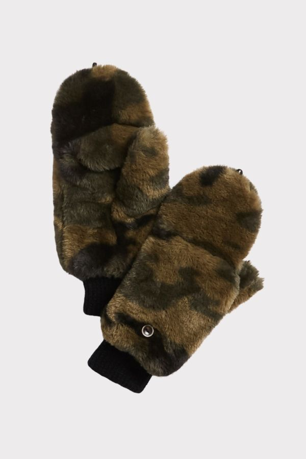 Do everything in love Camouflage Mittens