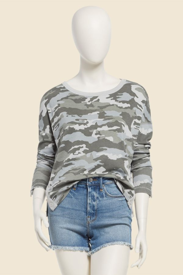 Chaser Camo Snap Trim Top